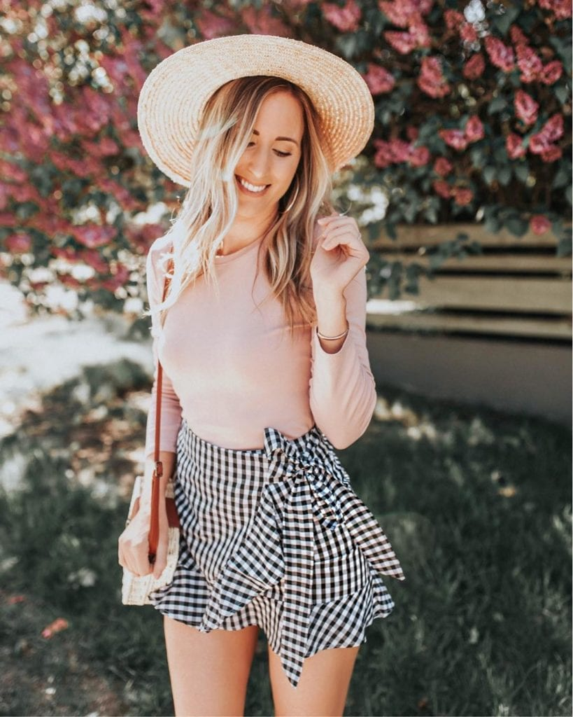 Stesha (@stesharose), family and fashion blogger and trend setter, in a fashionable summer outfit with hat